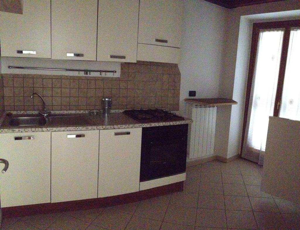 Appartamento in vendita a Mesenzana, 3 locali, prezzo € 130.000   CambioCasa.it