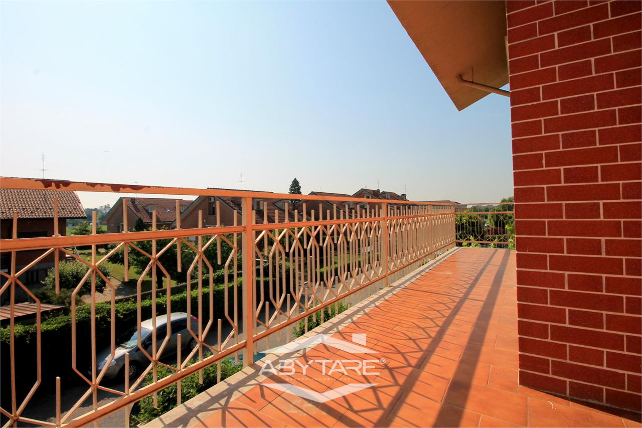 Appartamento in vendita a Vinovo, 7 locali, zona Zona: Tetti Rosa, prezzo € 235.000 | CambioCasa.it