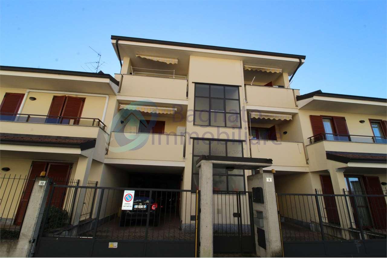 Vendita Quadrilocale Appartamento Cerano Via Novara  193394