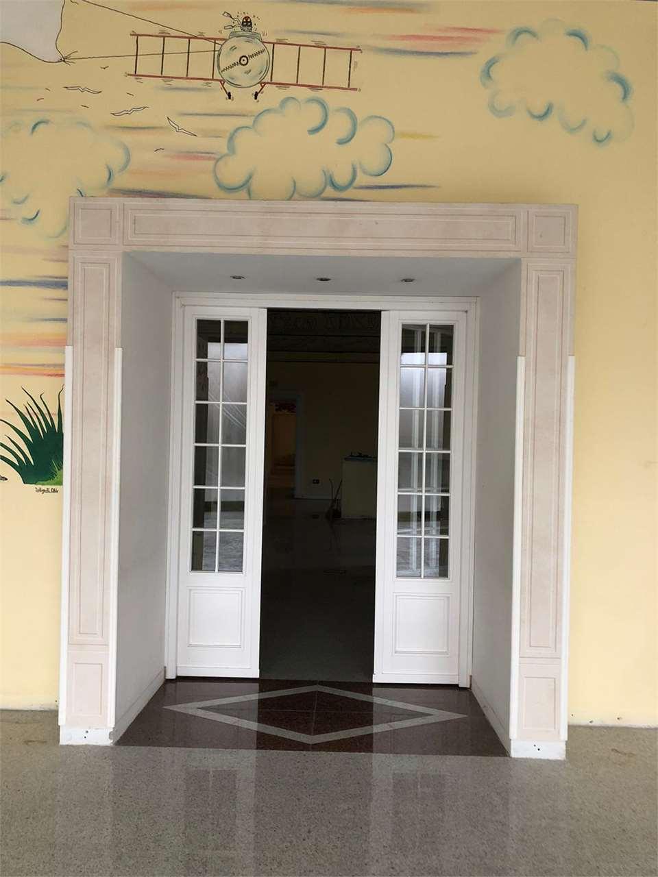 Negozio / Locale in vendita a Carate Brianza, 3 locali, prezzo € 445.000 | CambioCasa.it