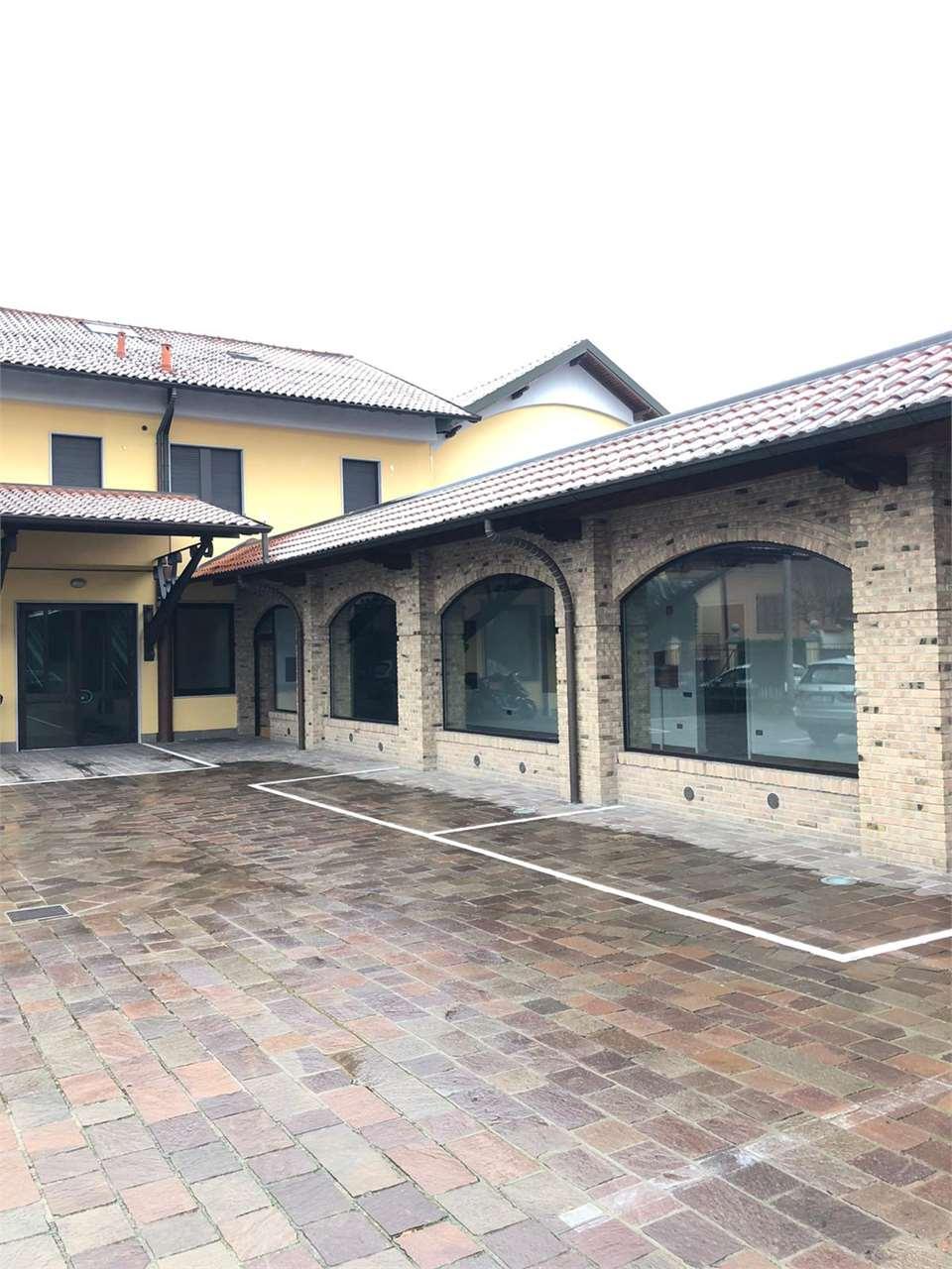 Laboratorio in vendita a Carate Brianza, 5 locali, prezzo € 243.000 | CambioCasa.it