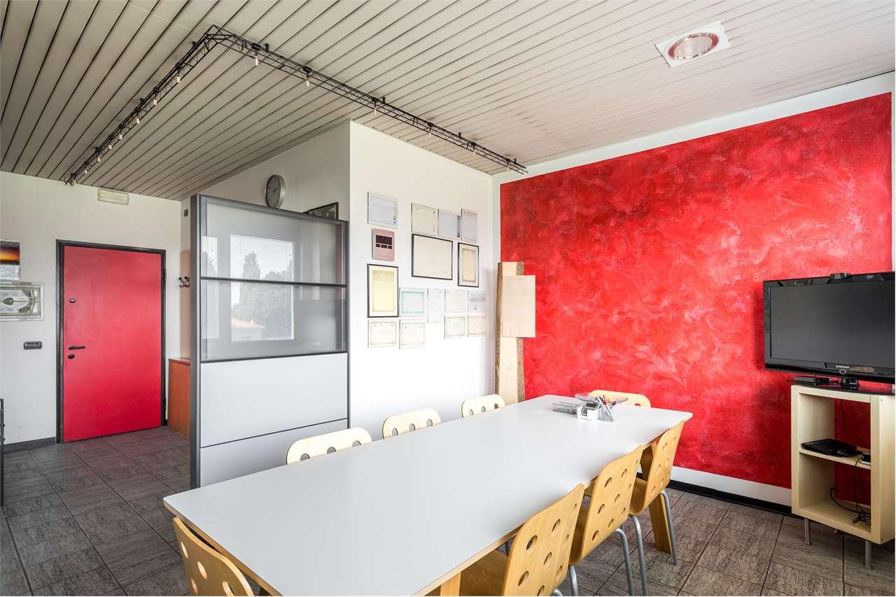 Ufficio / Studio in vendita a Carate Brianza, 2 locali, prezzo € 97.000 | CambioCasa.it