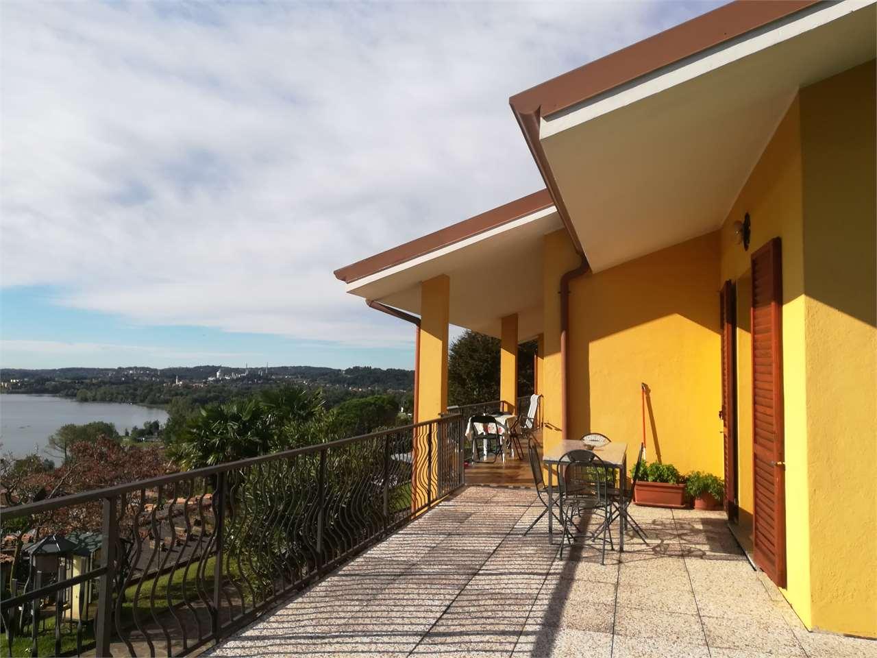 Villa in vendita a Eupilio, 8 locali, prezzo € 700.000 | CambioCasa.it