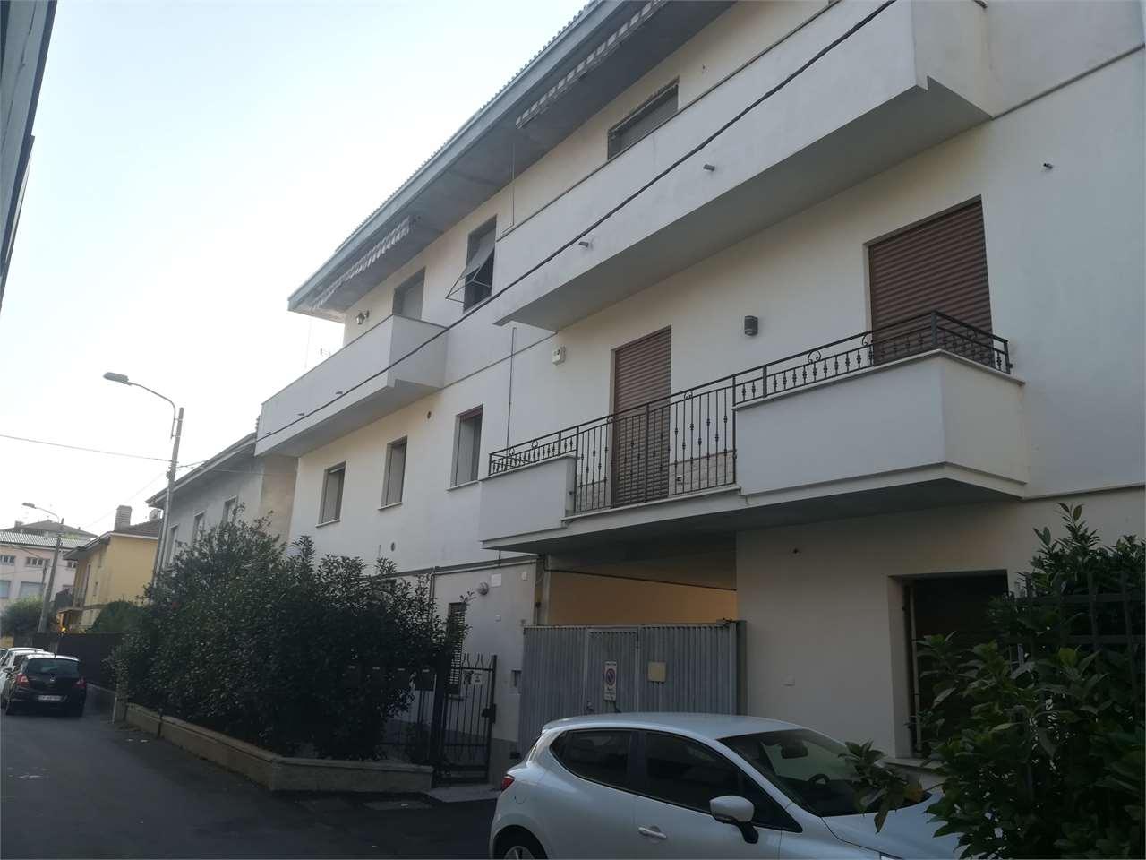 Vendita Quadrilocale Appartamento Meda via serio 10 237810