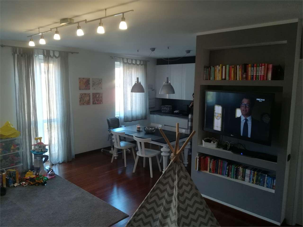 Appartamento in vendita a Canzo, 3 locali, prezzo € 250.000   CambioCasa.it