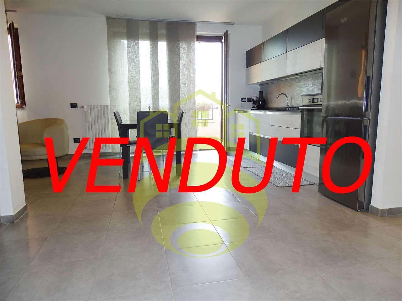 Vendita Trilocale Appartamento Cerro al Lambro via montale 1 230880