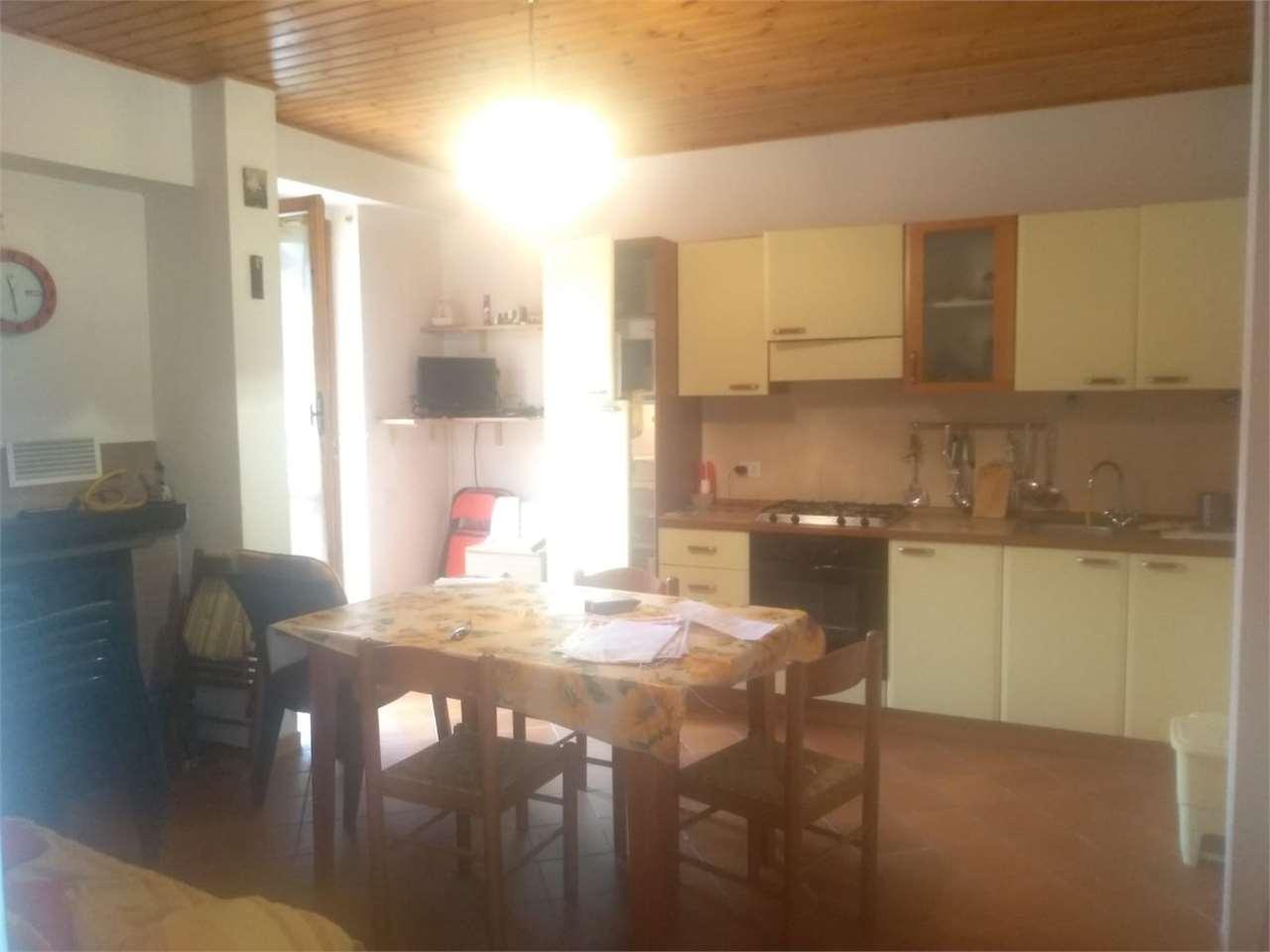 Appartamento in vendita a Ussita, 3 locali, prezzo € 63.000 | CambioCasa.it