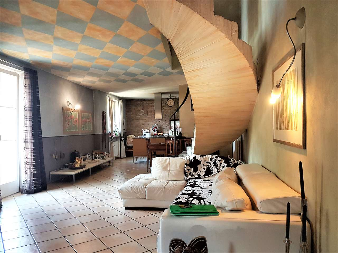 Foto porzione di casa in vendita a Volano (Trento)