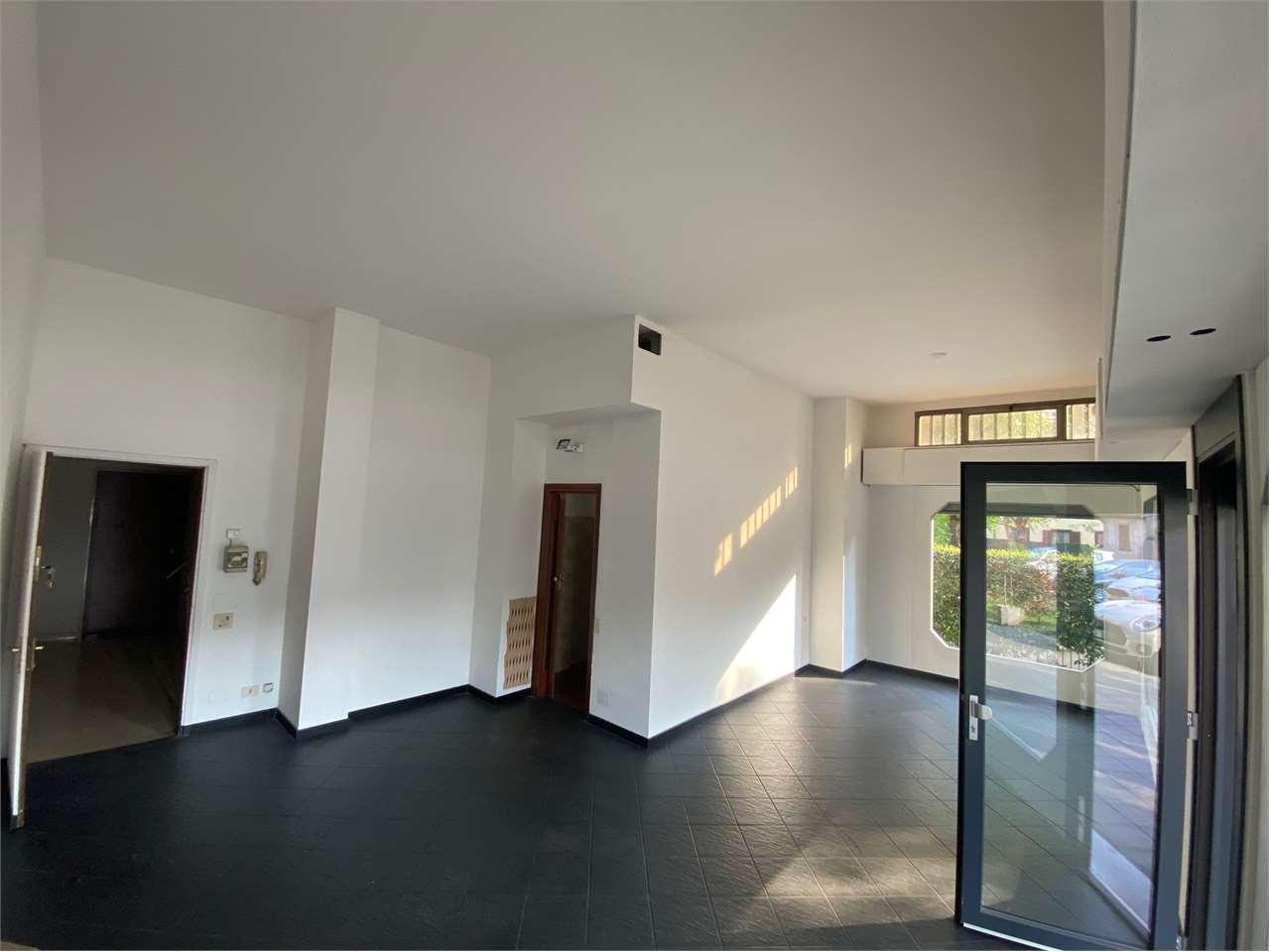 Negozio / Locale in affitto a Lurate Caccivio, 1 locali, prezzo € 700 | CambioCasa.it