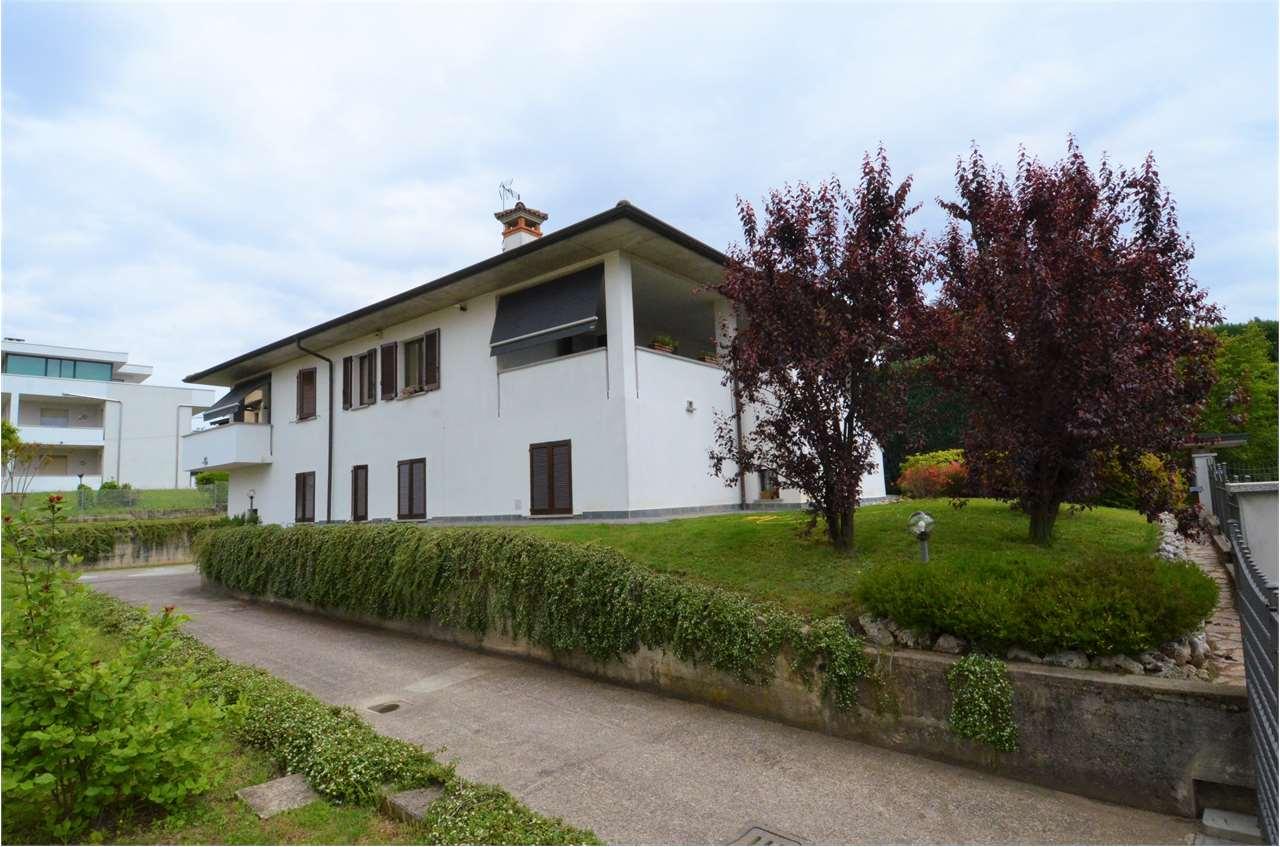 Villa in vendita a Cadorago, 5 locali, prezzo € 465.000 | CambioCasa.it
