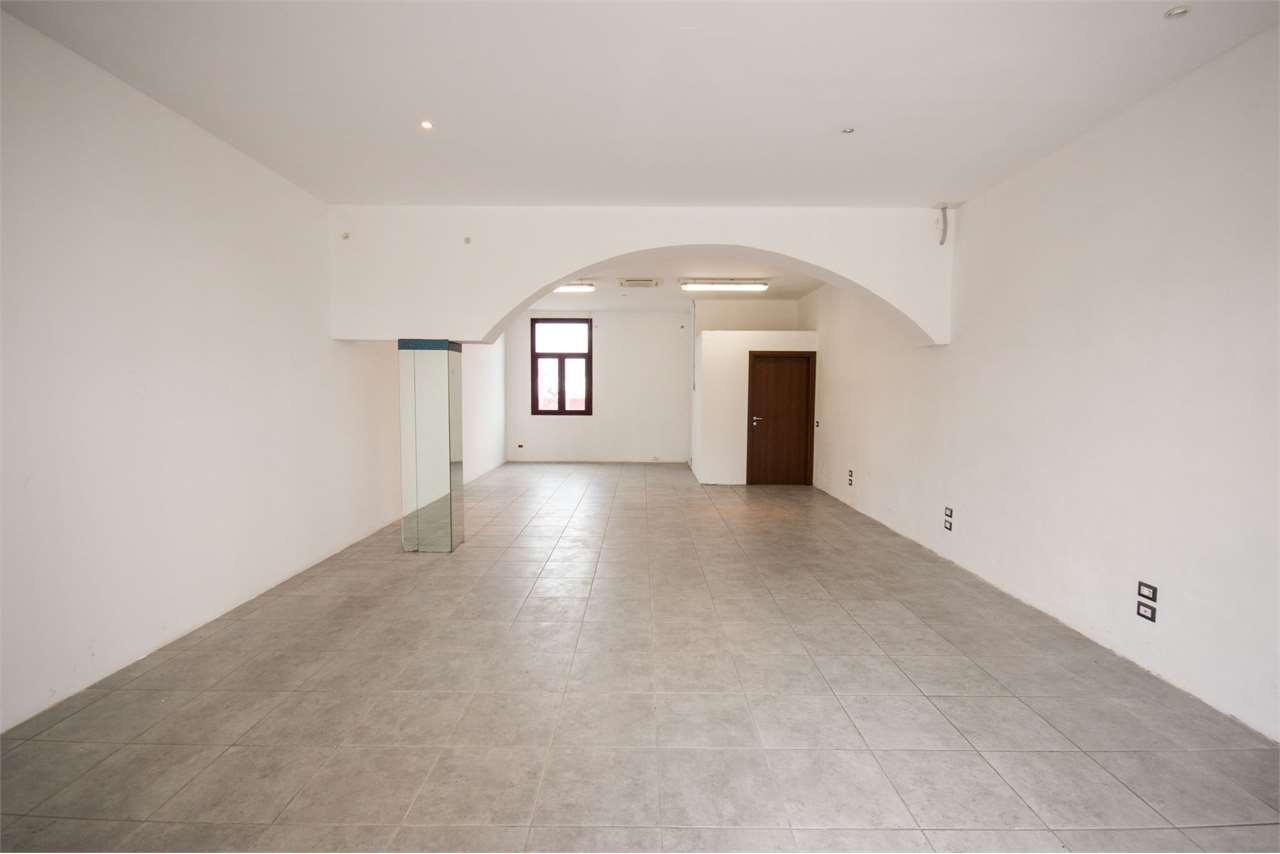 Ufficio / Studio in affitto a Guanzate, 1 locali, prezzo € 550 | CambioCasa.it