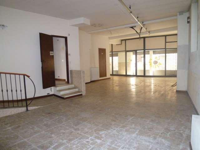 Negozio / Locale in affitto a Cadorago, 2 locali, prezzo € 700 | CambioCasa.it