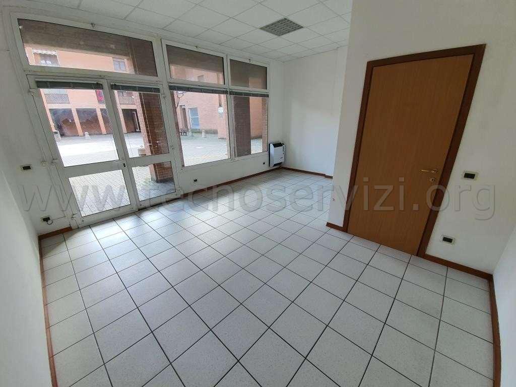 Negozio / Locale in affitto a Savignano sul Panaro, 1 locali, zona Zona: Doccia, prezzo € 300 | CambioCasa.it