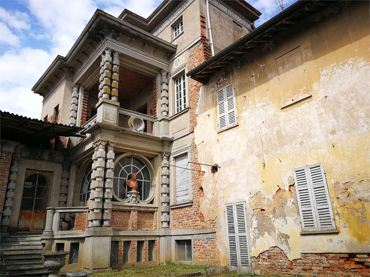 Palazzo / Stabile in vendita a Castelnovetto, 15 locali, prezzo € 40.000 | CambioCasa.it