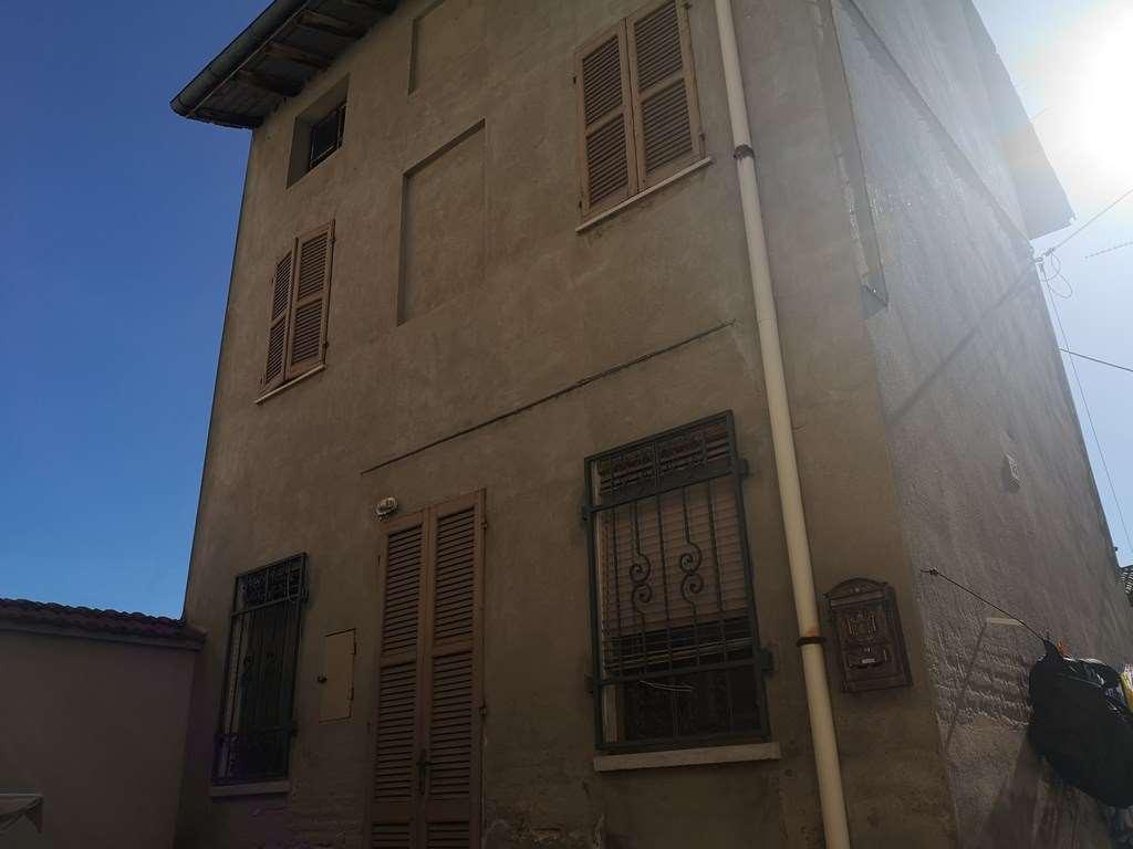 Appartamento in vendita a Breme, 5 locali, prezzo € 17.000 | CambioCasa.it