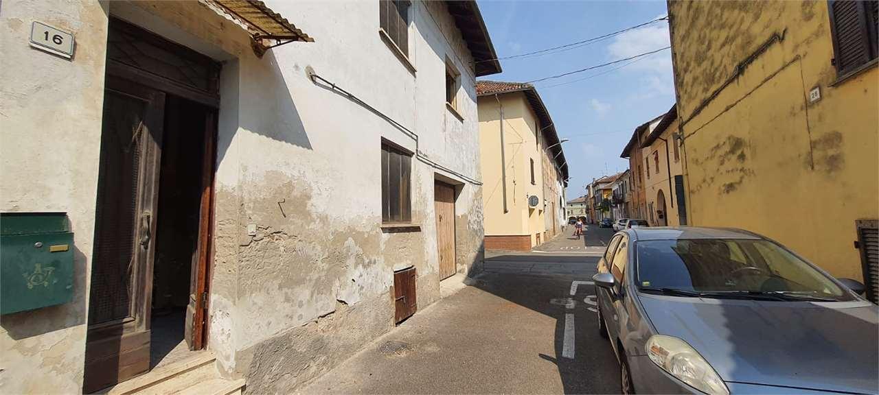 Appartamento in vendita a Breme, 3 locali, prezzo € 10.000 | CambioCasa.it