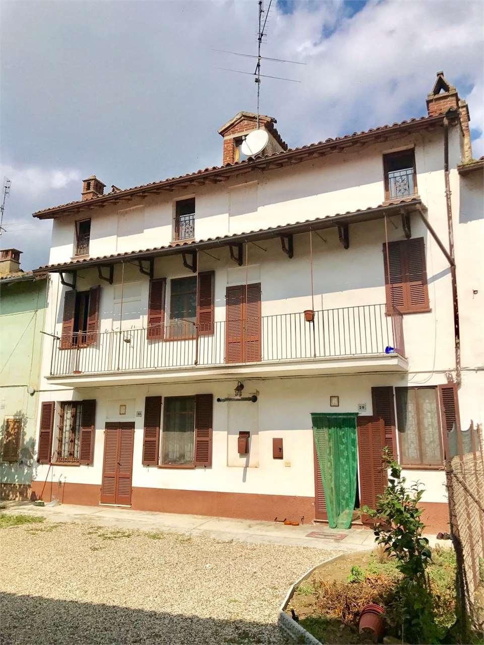 Appartamento in vendita a Breme, 6 locali, prezzo € 70.000 | CambioCasa.it
