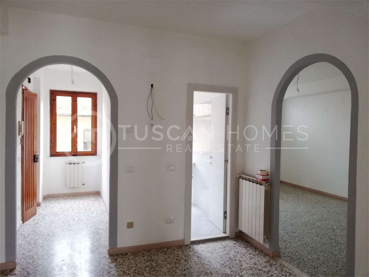 Recently-refurbished-two-bedroom-apartment-Castelnuovo-Garfagnana-Lucca-for-sale-forsale-historic-centre-old-town