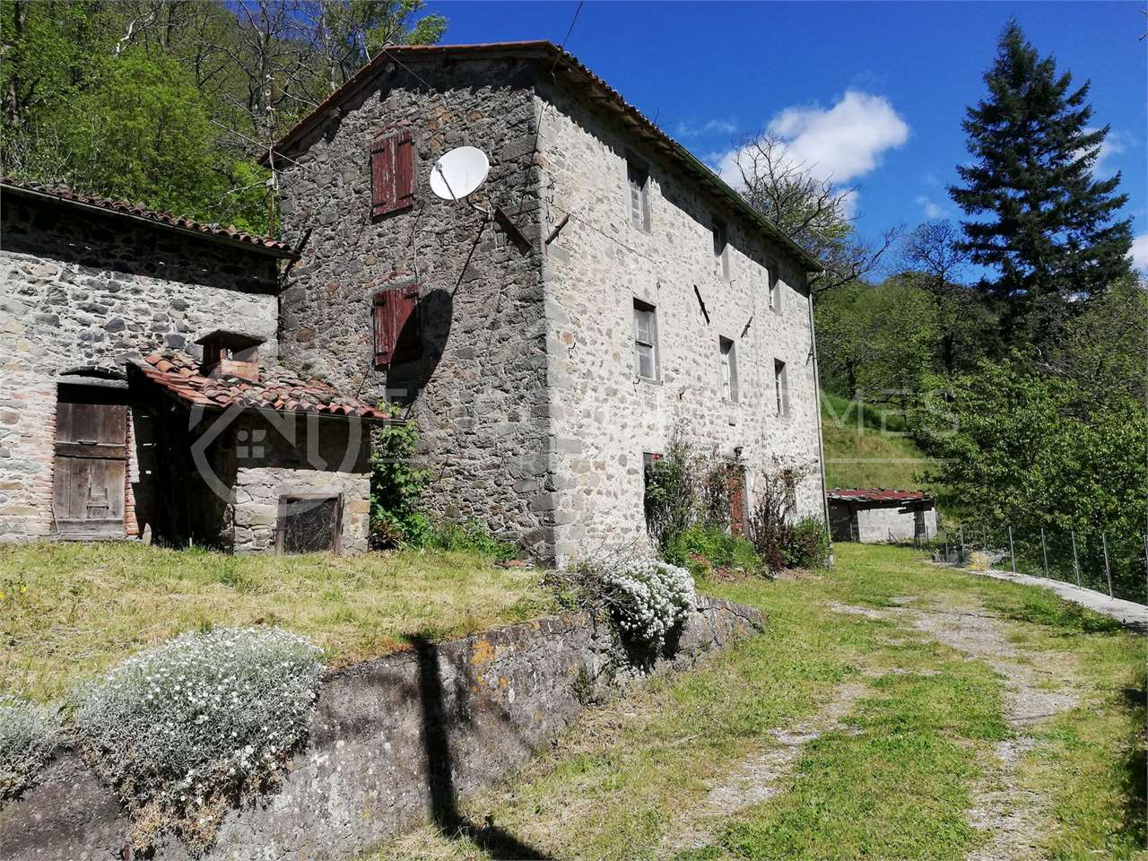 Stone-house-built-in-1926-at-only-7km-from-Barga-for-sale-lucca-refurbishment-project-