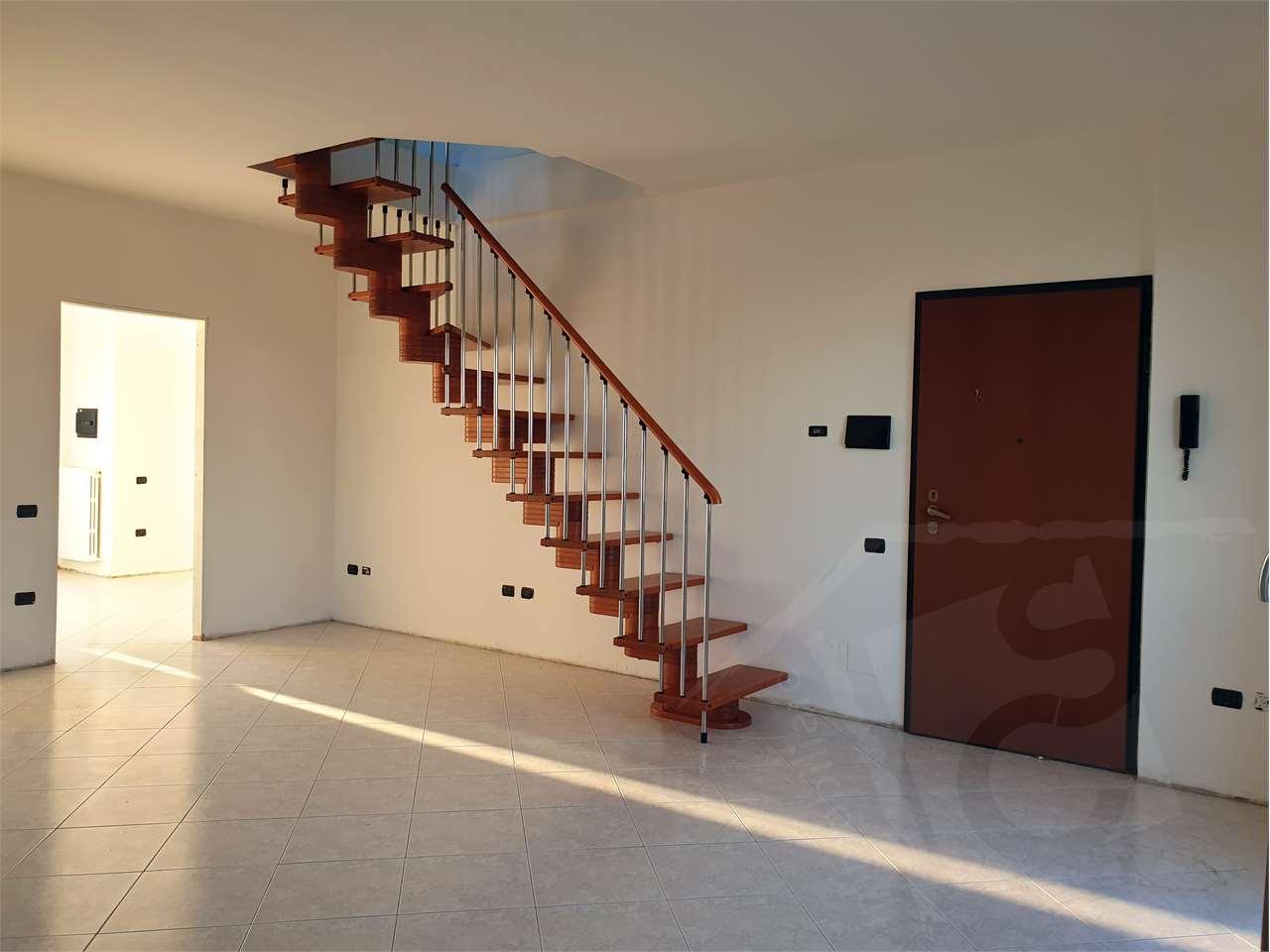 Vendita Quadrilocale Appartamento Cesano Maderno via Brenta 5 219968